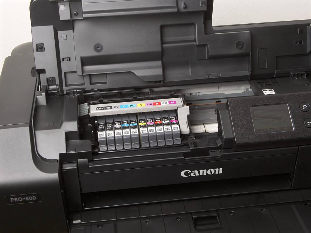 Canon PRO 300 mit Druckkopf- und Tintenbestückung